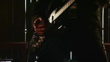《墨西哥往事》弹着吉他就把人了