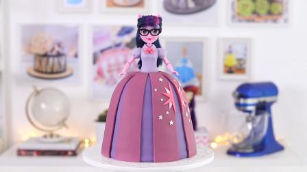 太漂亮了!第一眼就被芭比娃娃翻糖蛋糕吸引了,切开还有奶油夹心