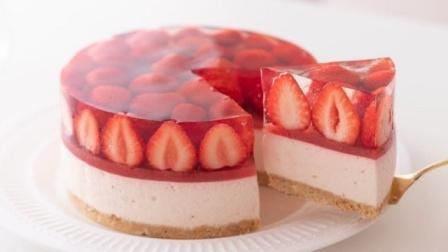 小伙自制草莓芝士蛋糕