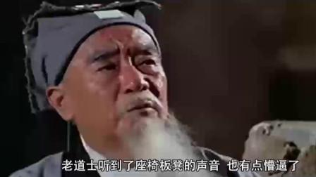 一部邵氏恐怖片,老道士为了救姑娘,进入山洞里消灭姑娘的鬼丈夫