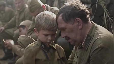 战场上,年龄小的士兵,太萌了