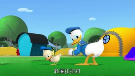 米奇妙妙屋:小小唐老鸭也要玩滑轮,滑的好好啊