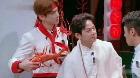 白敬亭化身面馆大师,背着一只大龙虾毫不违和,白白又傻了