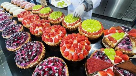 街头特色美食,各种口味的水果蛋糕,制作过程太干净了