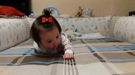 7个月大宝宝开始学爬,靠自己的努力挪动,认真的样子太惹人爱了
