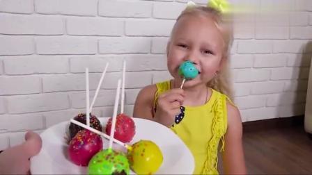 宝宝亲子游戏:外国小朋友棒棒糖蛋糕学习颜色!你认识吗?