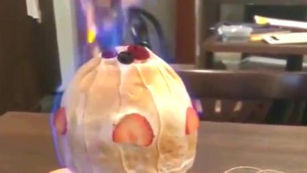 """点了一份""""火烧冰淇淋"""",本以为会被烧化,结果却是障眼法"""