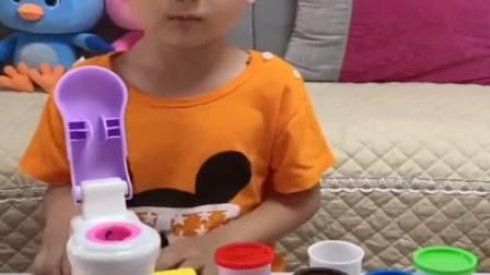 童年趣事:冰淇淋玩具到了