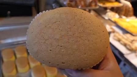 用鸡蛋和面粉制作的蛋糕卷