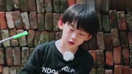 谁知盘中餐:哥哥像妈妈一样喋喋不休,5岁弟弟自尊心受挫,哭了