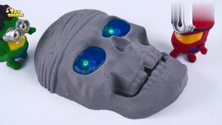 宝宝亲子游戏:外国太空沙DIY外星人ET眼睛还会发光呢!