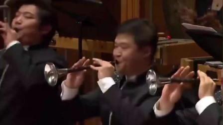 民族乐团奏响《好汉歌》,当唢呐响起,观众全场沸腾。