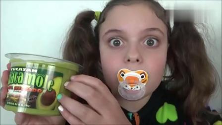 宝宝亲子游戏:小萝莉和龅牙妹做水果蛋糕!