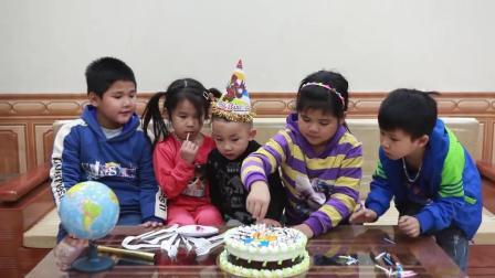 孩子们用零花钱给好朋友订做了一个卡通男孩的生日蛋糕