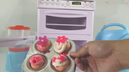 大姐姐教大家做奶油纸杯蛋糕,真好吃呀