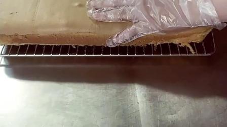 海绵蛋糕的制作过程和配方教学在主页里面