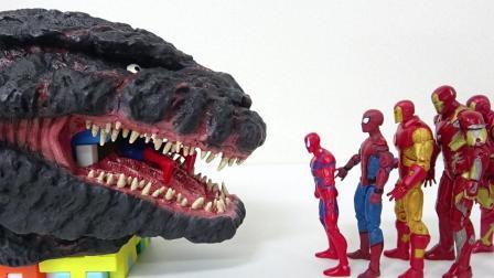 创意玩具,钢铁侠,绿巨人,美队,依次进入哥斯拉的嘴
