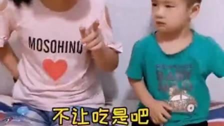 亲子趣事:弟弟以为姐姐拿的是芒果冰棍