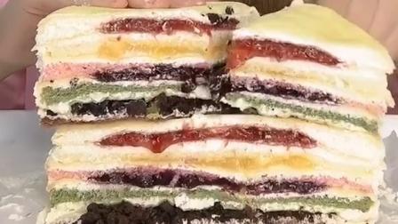 美女试吃各种口味的蛋糕,好想吃,你想吃吗?