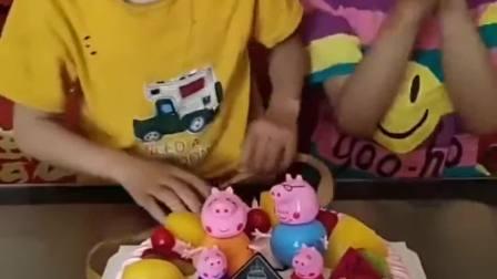 亲子趣事:妹妹生日快乐,妈妈买了小猪佩奇的蛋糕