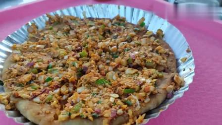 印度女孩做的是简易披萨吗?看着还不错,真想尝尝是什么味道?