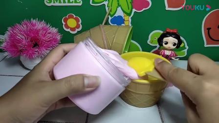少儿动漫:天气太热了,一起来做一个草莓冰激凌吧!