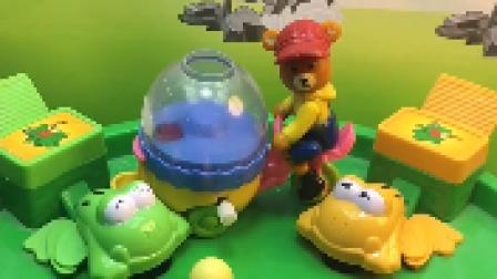 小青蛙吃球,被熊大叔误会,熊大叔向青蛙道歉!