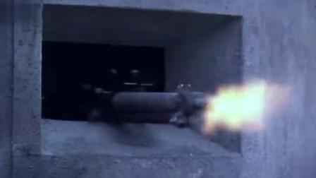 八路军战士好牛,直接把手榴弹从日军的机枪眼扔进了暗堡,全炸了