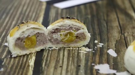 切开学员做的蛋黄酥,最爱的紫薯馅