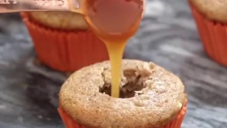 谁想要一个焦糖苹果纸杯蛋糕?