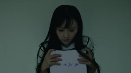 美女前往整容室打探,竟看到这惊人的一幕,她危险了