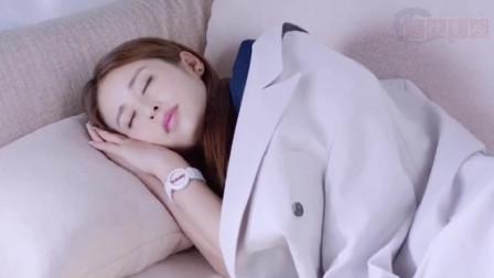 《舒克与桃花》舒克亲吻熟睡中的桃花,没成想来了个碰头,这下尴尬了