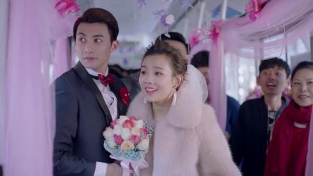 热爱:两对新人同时结婚,拿公交车当做婚车,丈母娘亲自开车