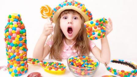 甜蜜的惊喜,小萝莉和妈妈一起用彩色糖果多DIY漂亮的杯子