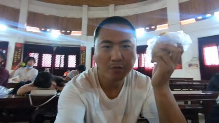 在泉州少林寺,观看武僧表演少林功夫,门票50块