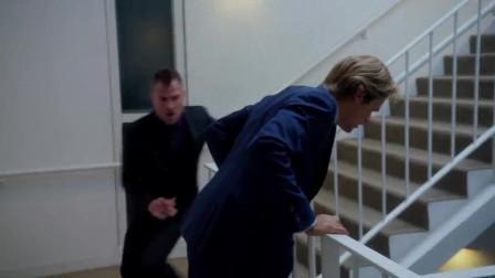 逃跑扶电梯?理工男怎么应对