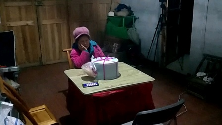 2021年1月22日,外孙余子谦13岁生日切蛋糕仪式