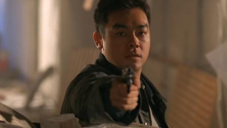 满屋子都是瓦斯,歹徒料定刘青云不敢开枪,没想到他就敢