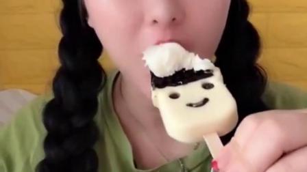 可爱姐姐直播吃奶油雪糕,味道香甜