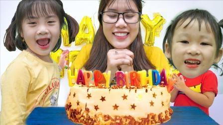 小萝莉和妹妹给妈妈准备生日布置房间打气球订生日蛋糕让妈妈许愿