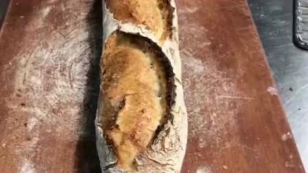 法棍面包,硬的像石头一样,越硬越正宗