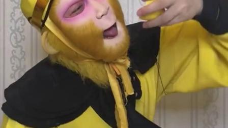 猴哥吃柠檬,酸的不行。#柠檬#搞笑