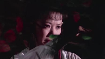 五毒天罗:刁蛮白衣美女身份神秘,竟通晓五毒教机关,竟是女儿!