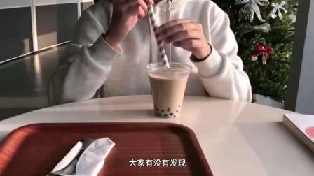 """【从女王专属,到几分钱一根,几千年来吸管到底经历了什么?】2021开年很多奶茶店把塑料吸管换成了纸吸管,因为中肯不中用,被狂吐槽""""戒奶茶全靠纸吸管""""。/燃新闻"""