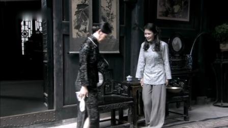 雾都:陈太太穿衣又肥又大,结果换上旗袍一看,原来身材这么好