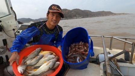 岛民阿杰玩海钓第二季 晴空万里难得的好天气,今天的鱼货也相当给力,又是丰收的一天
