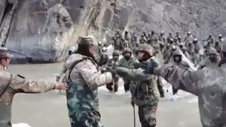 #中印边境现场视频:与外军殊搏斗