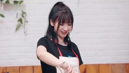 阳光姐妹淘:柳岩和闺蜜一起做饭,煲了鸡汤,还有小龙虾_