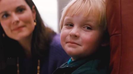 巡弋悍将:这小男孩真是胆大包天竟对这男子做出这种手势!没想到小孩却因此逃过一劫!