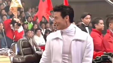 当年香港翡翠歌星贺台庆开场,张学友王菲必须是c位,谢霆锋还在角落!